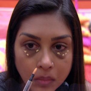 participante-amanda-aplicando-corretivo-em-suas-olheiras-na-casa-do-big-brother-brasil-1423144336196_300x300